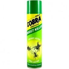 Super Cobra na lezúci hmyz